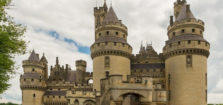 pierrefonds-castle-535531_1280